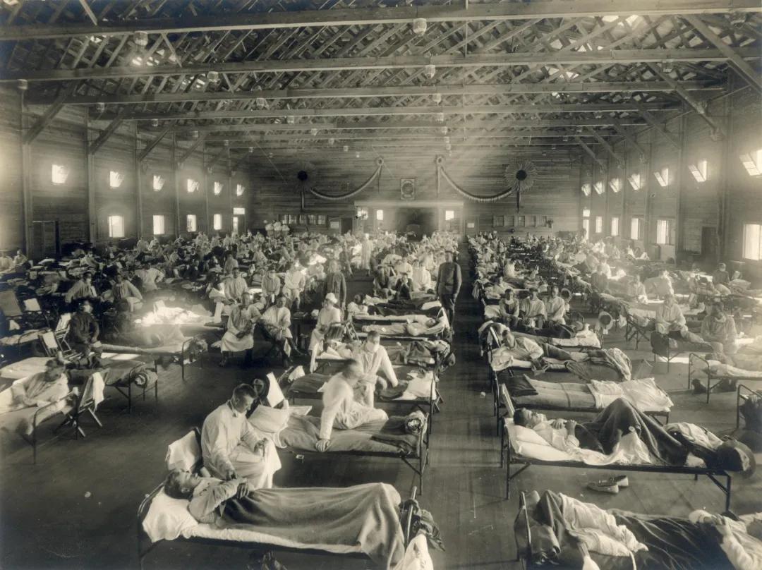 """1918年大流感明明起源美国,为什么却被称为""""西班牙流感""""?.."""